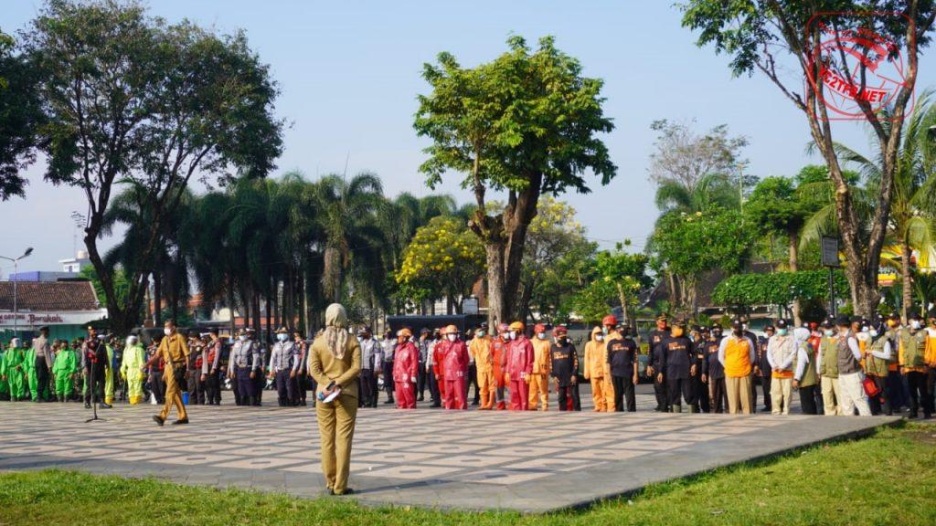 Bupati Klaten Hj. Sri Mulyani memimpin apel dalam rangka kegiatan SATGAS Penanganan Covid-19